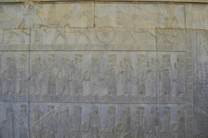 2017-04-iran-persepolis-tachara-escaleras-apadana-norte-5