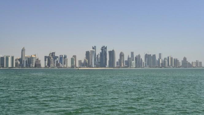 2017-06-qatar-doha-corniche-skyline-01