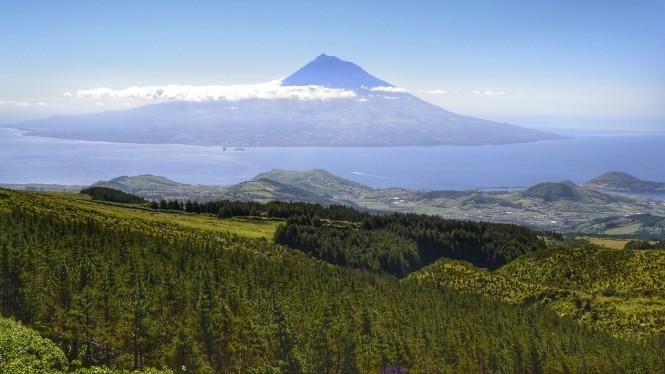 2017-07-azores-faial-caldeira-13-vistas-pico.jpeg