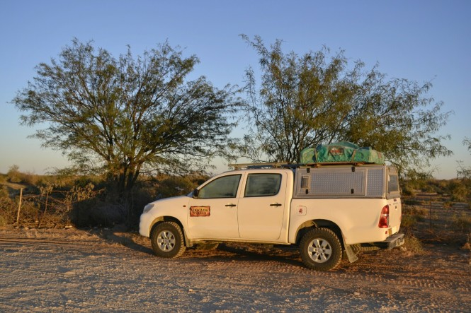 2017-06-namibia-carretera-b1-durmiendo-apeadero