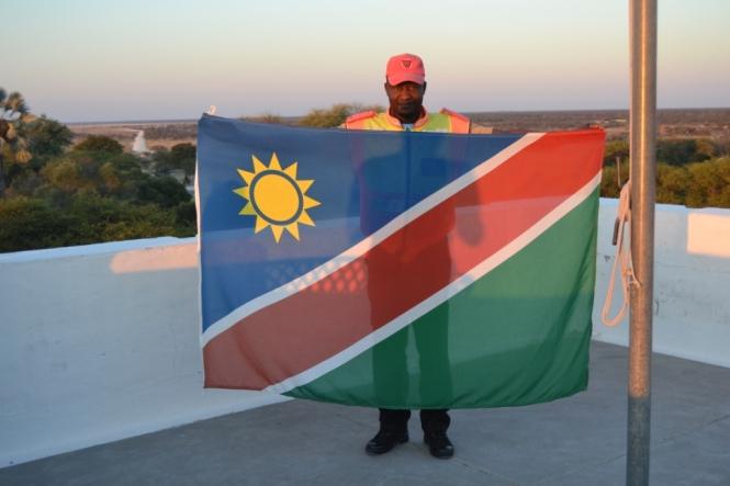 2017-06-namibia-etosha-namutoni-bandera.JPG