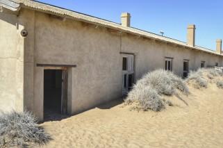 Casas comidas por la arena en Kolmanskop