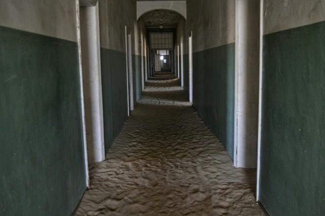 2017-06-namibia-luderitz-kolmanskop-3-hospital