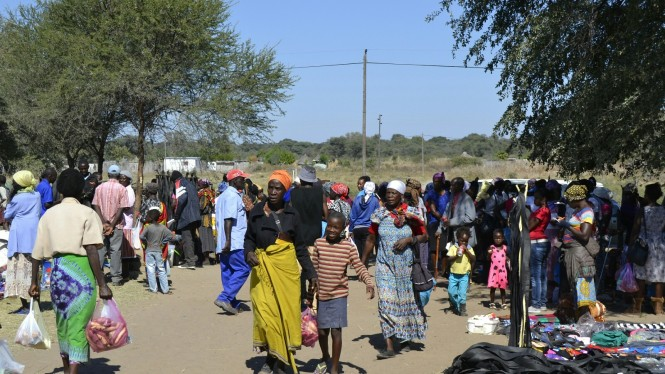 2017-06-namibia-ngepi-mercado.jpeg