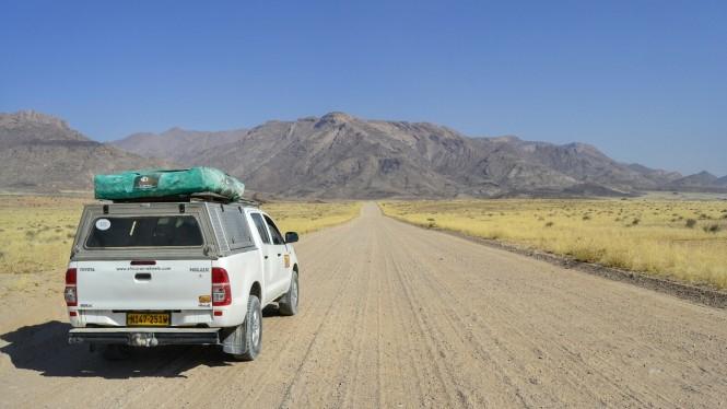 2017-06-namibia-brandberg-white-lady-02-carretera.jpeg
