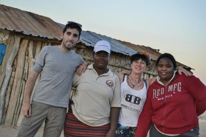 2017-06-namibia-brandberg-white-lady-poblado-trabajadoras