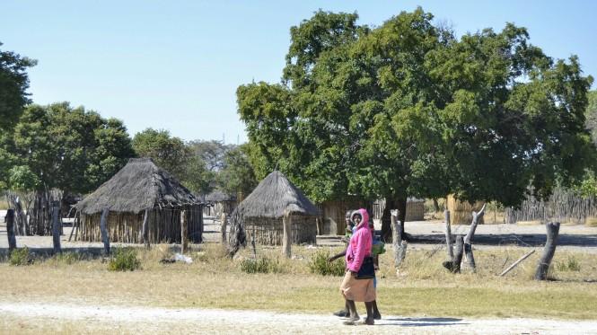2017-06-namibia-caprivi-muvunje-carretera-b8-poblado-tradicional.jpeg