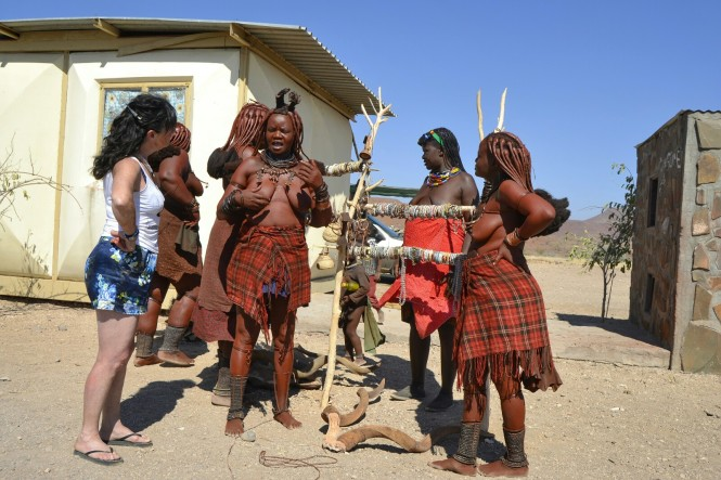 2017-06-namibia-damaraland-palmwag-gasolinera-himbas.jpeg