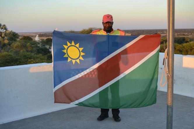 2017-06-namibia-etosha-dia-0-namutoni-bandera