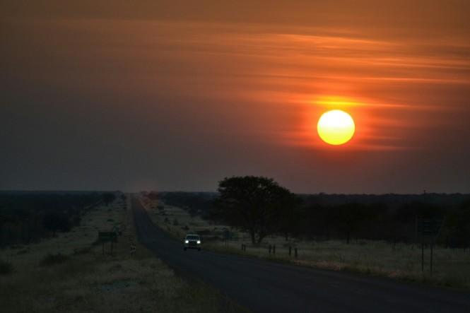 2017-06-namibia-hoada-carretera-puesta-de-sol-1