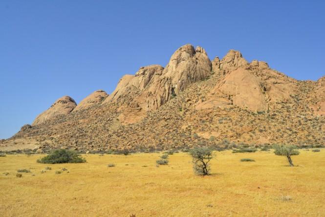 2017-06-namibia-spitzkoppe-golden-snake-01-pontok-mountains.jpeg
