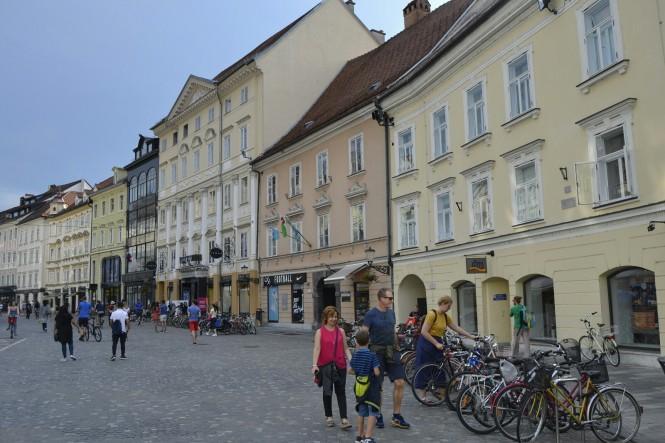2018-07-eslovenia-ljubljana-mestni-trg-2