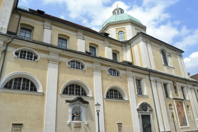 2018-07-eslovenia-ljubljana-stolnica-sv-nikolaja-2.jpeg