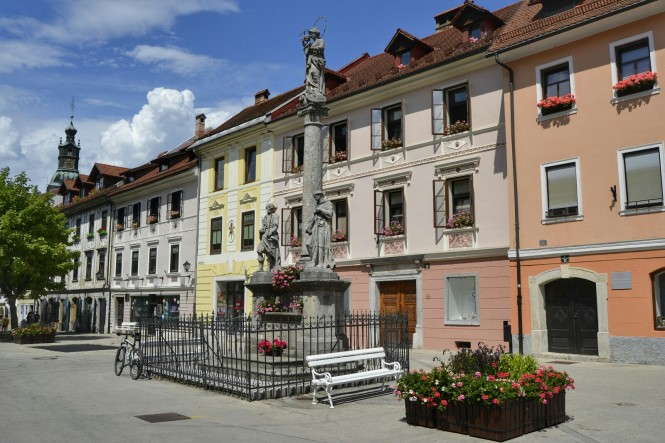 2018-07-eslovenia-skofja-loka-mestni-trg-3