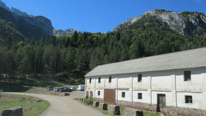 2012-10-pirineos-castillo-dacher-04-refugio