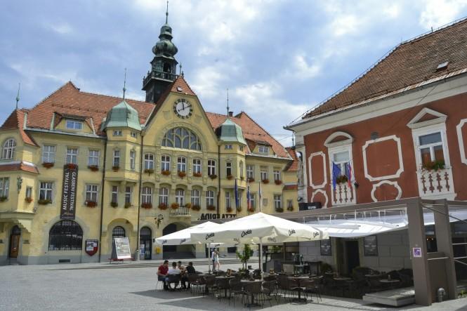 2018-07-eslovenia-ptuj-mestni-trg-1