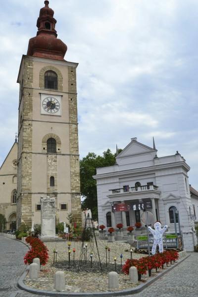 2018-07-eslovenia-ptuj-slovenski-Trg-1-torre-teatro.jpeg