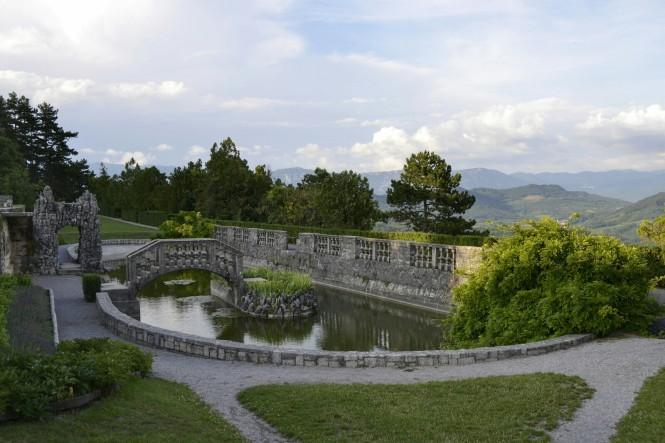 2018-07-eslovenia-stanjel-12-jardines-ferrarijev