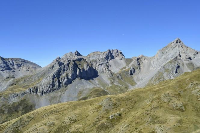 2018-09-pirineos-ibon-estanes-16-hacia-el-dolmen