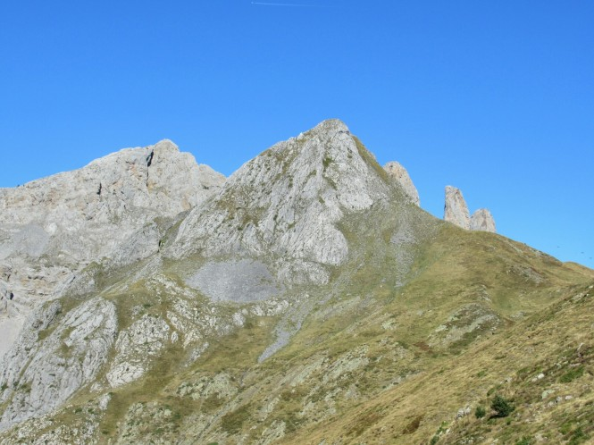 2018-09-pirineos-ibon-estanes-19-hacia-el-dolmen.jpeg