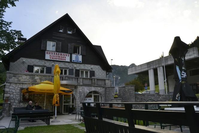 2018-07-eslovenia-dolina-soce-valle-soca-log-pod-mangartom-hermanov-hram-1.jpeg