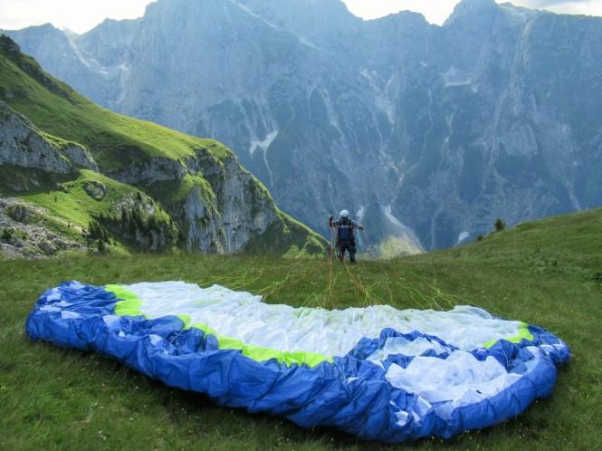 2018-07-eslovenia-dolina-soce-valle-soca-parapente-02-preparacion.jpeg