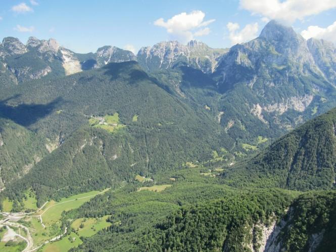 2018-07-eslovenia-dolina-soce-valle-soca-parapente-26-descenso.jpeg