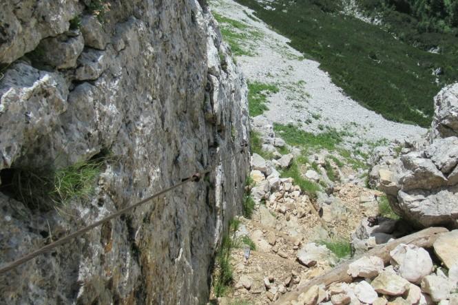 2018-07-eslovenia-alpes-julianos-triglav-etapa-1-17-Hacia-Koca-Pri-Triglavskih-Jezerih-cable