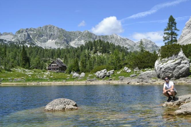 2018-07-eslovenia-alpes-julianos-triglav-etapa-1-24-dvojno-jezero-Koca-Pri-Triglavskih-Jezerih.jpeg
