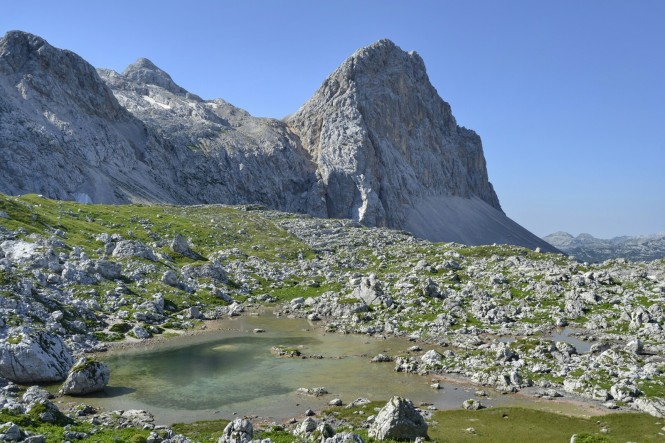 2018-07-eslovenia-alpes-julianos-triglav-etapa-2-10-zeleno-jezero.jpeg