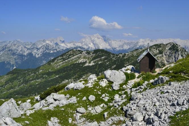2018-07-eslovenia-alpes-julianos-triglav-etapa-2-13-Koca-Na-Prehodavcih.jpeg