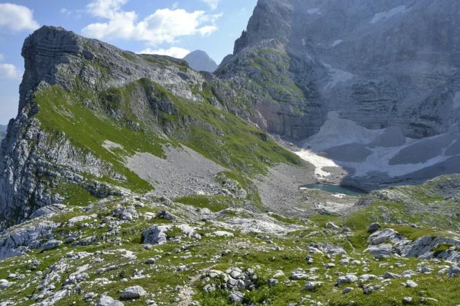 2018-07-eslovenia-alpes-julianos-triglav-etapa-2-17-Koca-Na-Prehodavcih-Jezero-Pod-Vrsacem