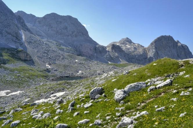2018-07-eslovenia-alpes-julianos-triglav-etapa-2-18-Koca-Na-Prehodavcih-rjavo-jezero.jpeg