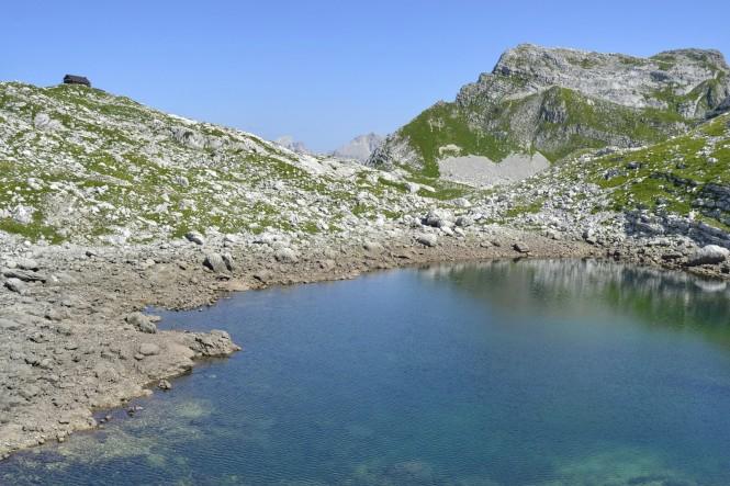 2018-07-eslovenia-alpes-julianos-triglav-etapa-2-19-Koca-Na-Prehodavcih-rjavo-jezero