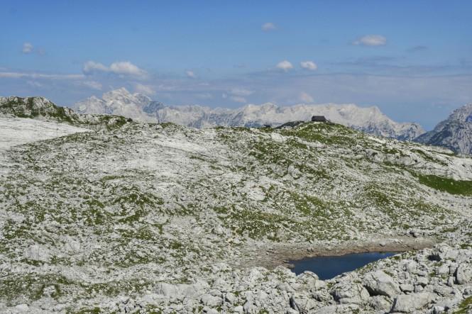 2018-07-eslovenia-alpes-julianos-triglav-etapa-2-20-hacia-kanjavec-vistas-Rjavo-Jezero.jpeg
