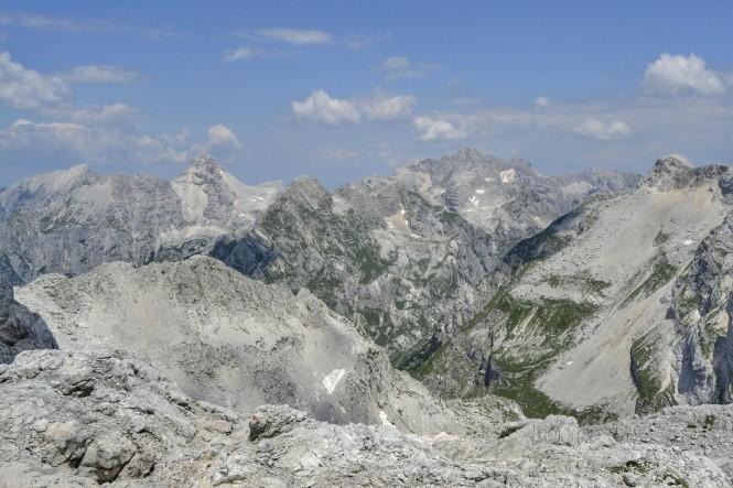 2018-07-eslovenia-alpes-julianos-triglav-etapa-2-31-descenso-kanjavec-hacia-koca-na-dolicu