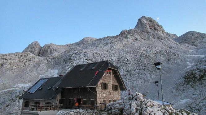 2018-07-eslovenia-alpes-julianos-triglav-etapa-2-56-atardecer-en-koca-na-dolicu