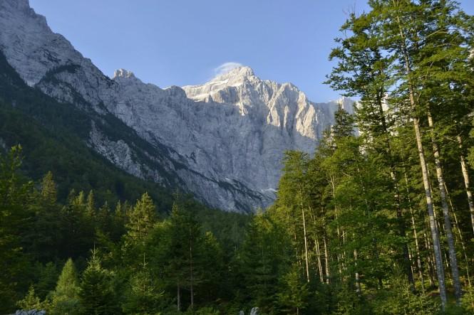 2018-07-eslovenia-alpes-julianos-triglav-etapa-3-41-aljazev-dom-v-vratih-triglav
