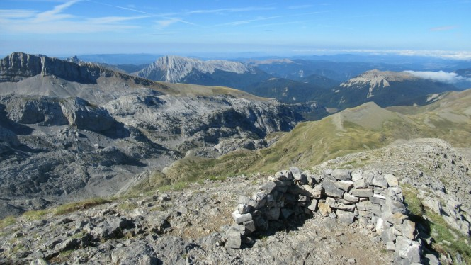 2018-08-golondrinas-dia-2-16-cima-petretxema-vistas-o-ezkaurre-txamantxoia.jpeg