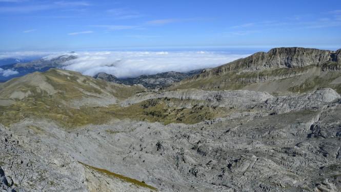 2018-08-golondrinas-dia-2-17-cima-petretxema-vistas-NO-mar-nubes-budoguia.jpeg