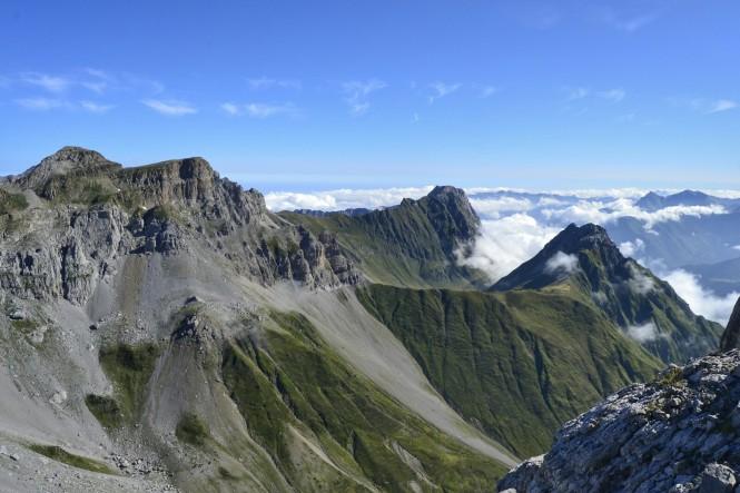 2018-08-golondrinas-dia-2-18-cima-petretxema-vistas-n-mesa-tres-reyes-table-billare-dec-de-lhurs