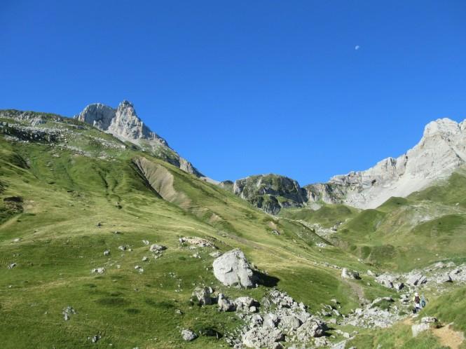 2018-09-golondrinas-dia-3-05-hacia-cabane-du-cap-de-la-baitch-vistas-pic-countende
