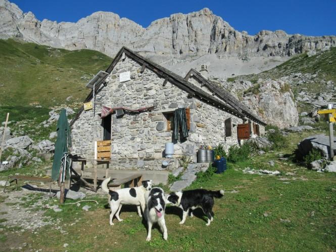2018-09-golondrinas-dia-3-09-cabane-du-cap-de-la-baitch-vistas-soumcuoy