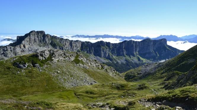 2018-09-golondrinas-dia-3-11-subida-al-col-des-anies-vistas-hacia-cabane-du-cap-les-orgues
