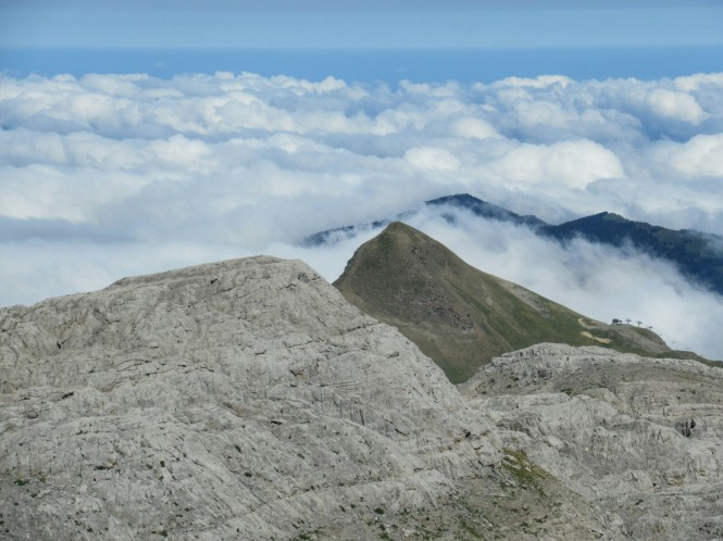 2018-09-golondrinas-dia-3-21-subida-anie-vistas-arlas-mar-nubes