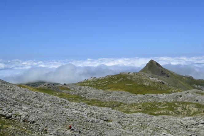 2018-09-golondrinas-dia-3-39-hacia-la-pierre-st-martin-vistas-arlas-mar-nubes.jpeg