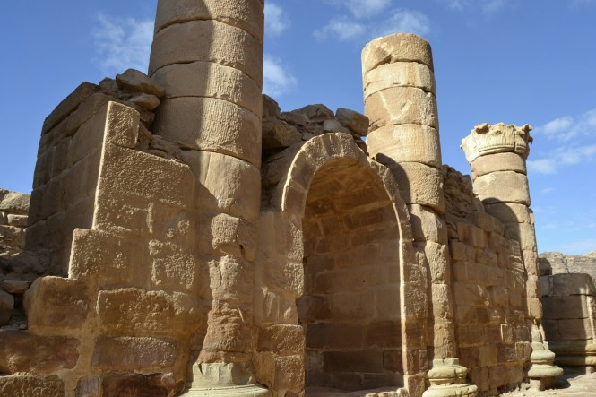 2018-12-jordania-petra-gran-templo-06.jpeg