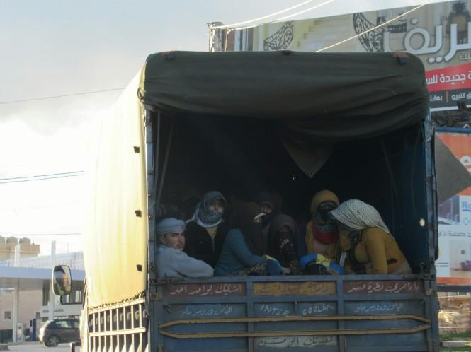 2018-12-libano-baalbek-lakkis-viaje-taxi-trabajadores-sirios.jpeg