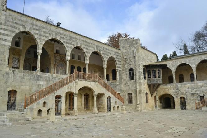 2018-12-libano-beiteddine-dar-al-wousta-exterior-01