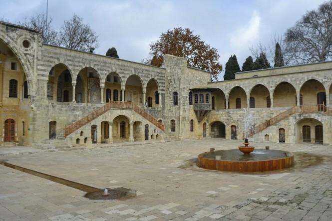 2018-12-libano-beiteddine-dar-al-wousta-exterior-02.jpeg
